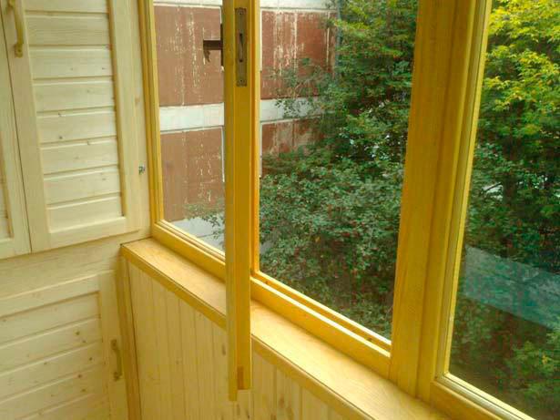 Остекление балконов деревом в москве.