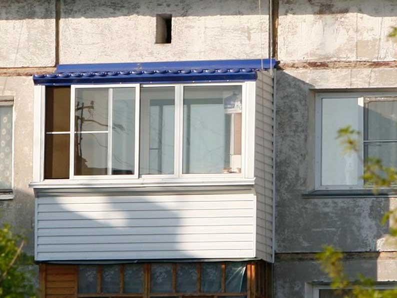 Остекление и установка крыши балкона хрущевка..