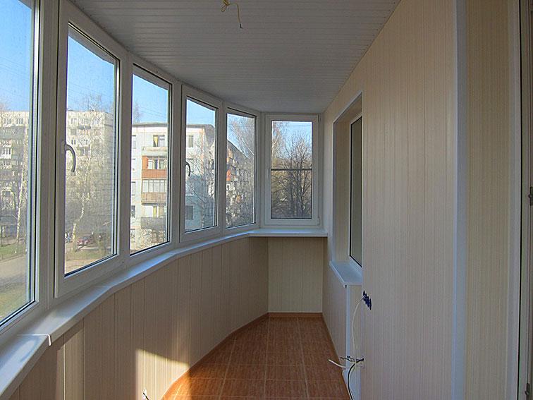 """Отделка балконов и лоджий панелями компания """"окна борна""""."""