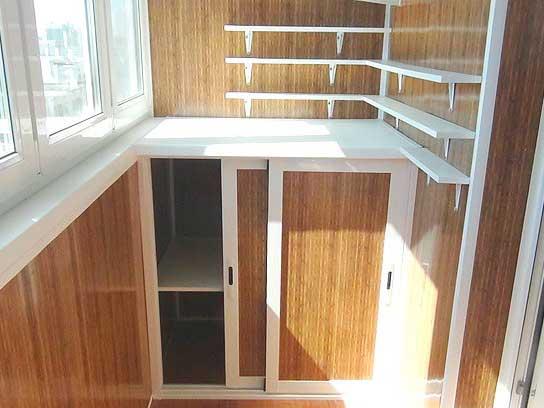 Встроенная мебель на балконе преимущества.