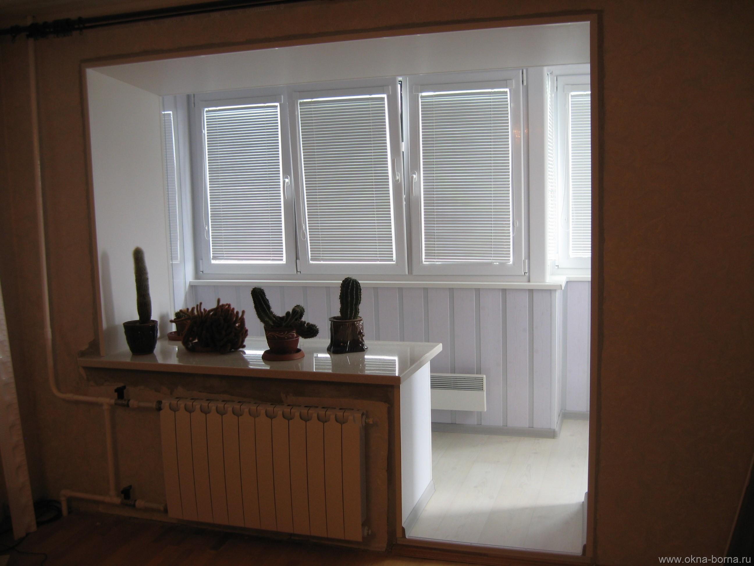 Балкон совмещенный с комнатой в хрущевке вагонке.
