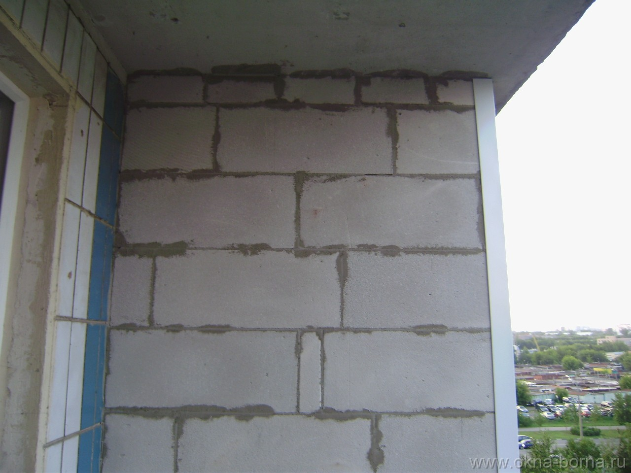 Перегородка между балконами своими руками 69