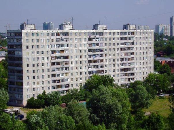 """Панельный дом серии 1605/12 компания """"окна борна""""."""