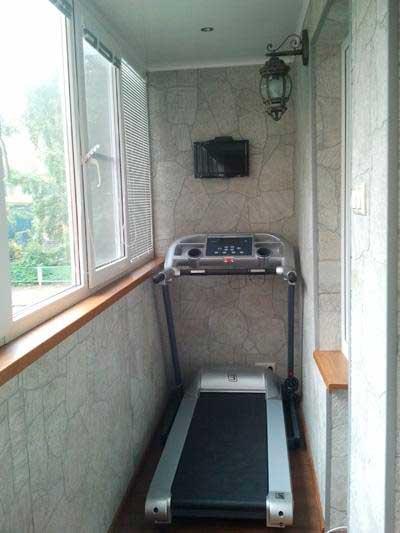 """Спортзал на балконе компания """"окна борна""""."""