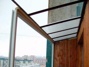 Монтаж крыши на балконе из поликарбоната