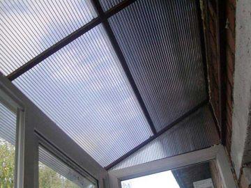 Прозрачная крыша на балкон из поликарбоната