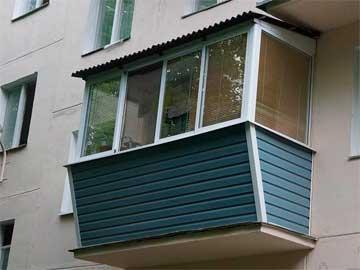Остекление балкона с крышей из профнастила